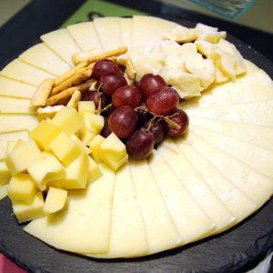 Tabla de quesos Cocktail con Glamour catering eventos madrid mesa de temporada